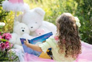 little-girl-reading_intekst