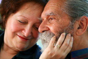 Old_couple_in_love_intekst