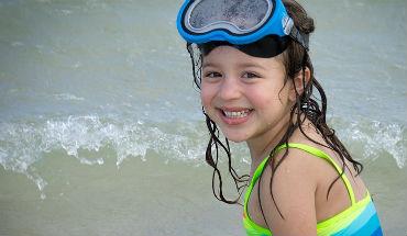 5 tips om veilig te zwemmen met je kleinkind