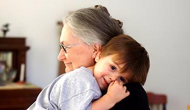Knuffelen is zo gezond – voor kleinkinderen én grootouders