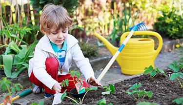 5 manieren om je kleinkind buiten te krijgen