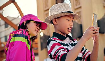 kids met mobieltje
