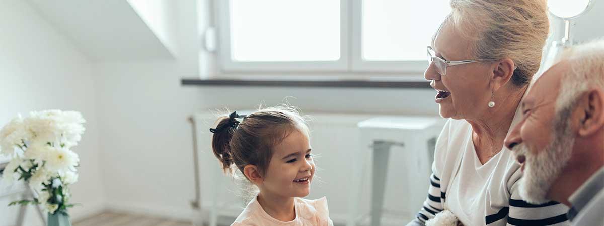 De eerste keer opa of oma worden is een mijlpaal in je leven. Het is een emotionele gebeurtenis: jouw kind krijgt een kind, de familie wordt groter, er is een nieuwe generatie op komst. Kortom, je staat aan de start van een nieuwe fase in je leven, de fase van het grootouderschap.